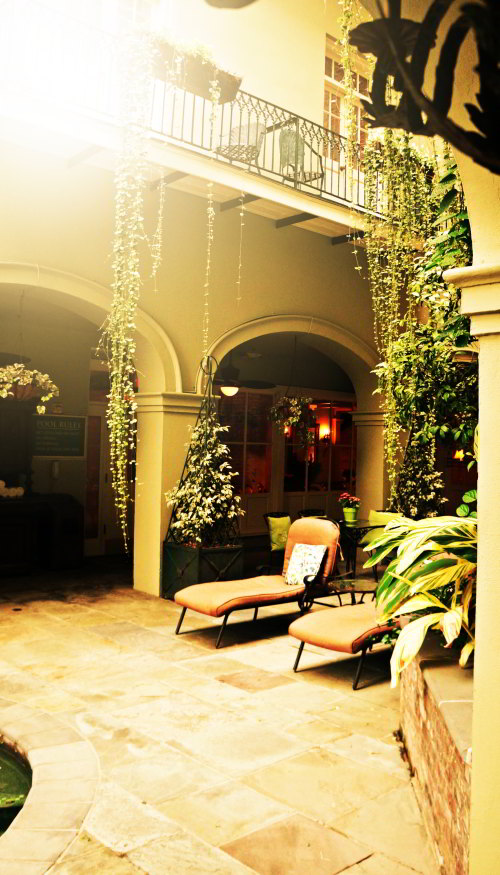 Bienville House Hotel Courtyard